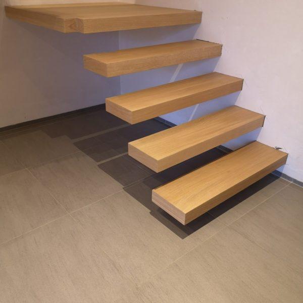 trap met zwevende treden